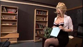Xvídeos gostosa rabuda recebendo piroca do aluno pervertido