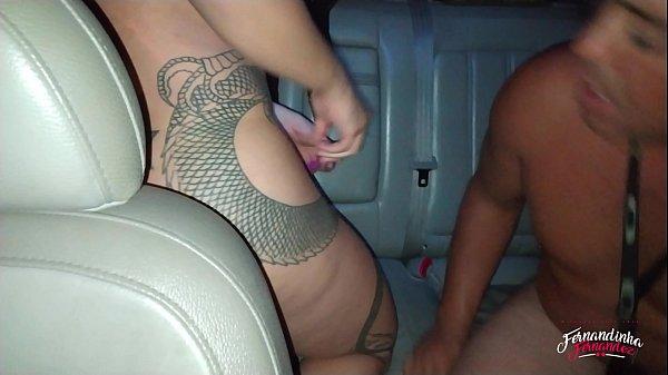 Fernandinha Fernandez pagando boquete para desconhecidos no carro