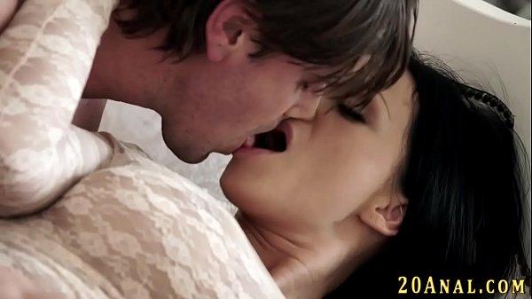 Shamster coroa abrindo as pernas para a pica entrar na sua vagina gulosa