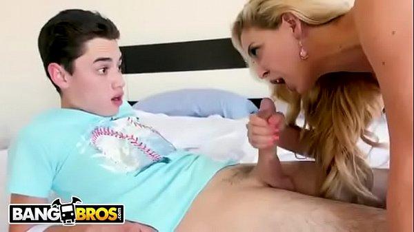 Zap porno coroa pegando sobrinho tocando uma no quarto
